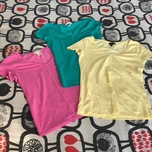 Bundle of 3 new H&M v-neck T-shirts